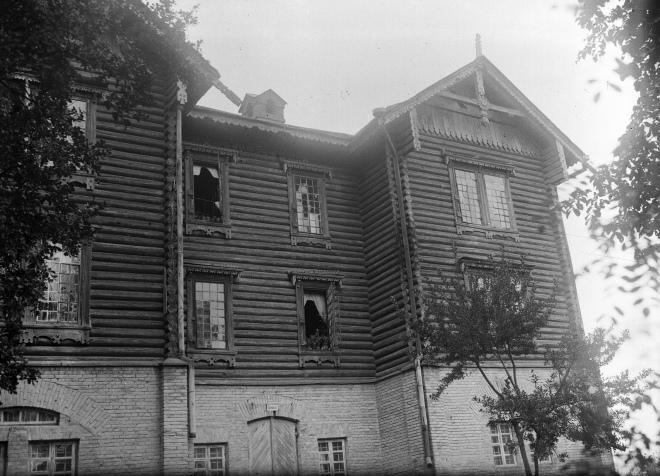 Один з корпусів психіатричної лікарні на Кирилівській вулиці. 1930-1934, Київ