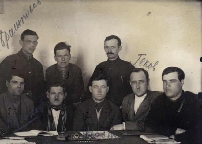 Фото засідання активістів із вилучення зерна, Одещина, 1932 р.