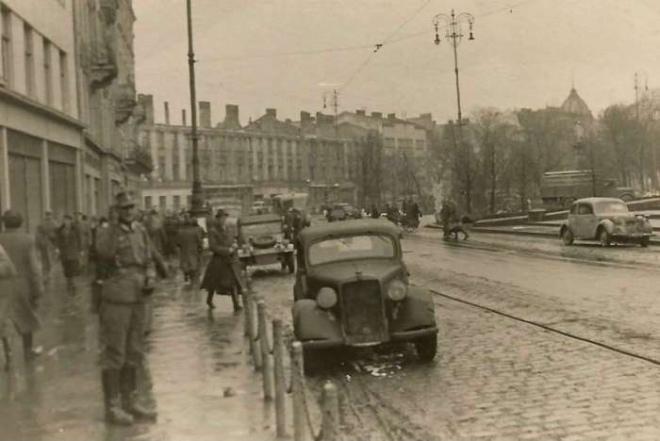 Бомби, облави, містика. Львів напередодні вигнання нацистів