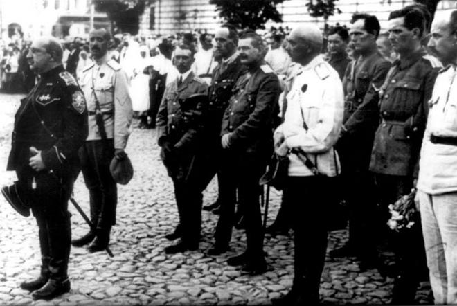 Парад російської Добровольчої армії після захоплення Києва, вересень 1919 р.