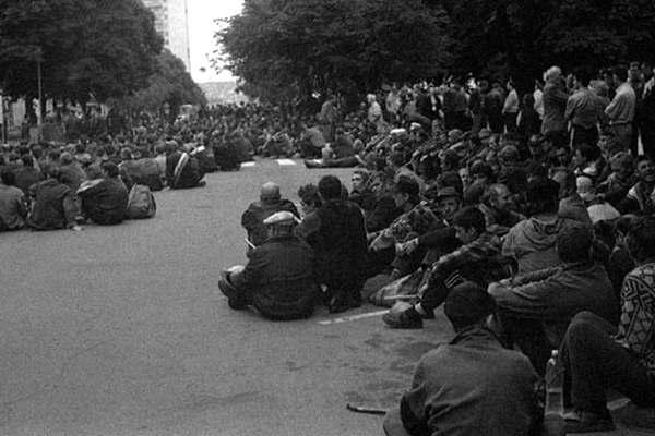 Чоловік вчинив самопідпал біля Офісу президента в Києві - Цензор.НЕТ 1224