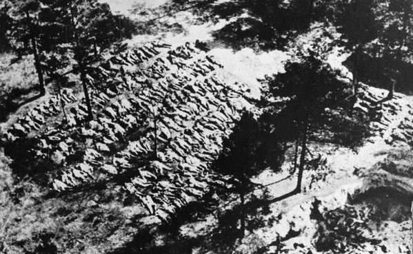 https://www.istpravda.com.ua/images/doc/d/e/dee3584-katyn-massacre-mass-grave-599.jpg